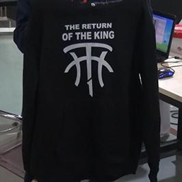 Melna džempera drukāšanas paraugs ar A2 t-kreklu printeri WER-D4880T