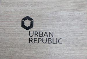 Logotipa drukāšana uz koksnes materiāliem ar WER-D4880UV